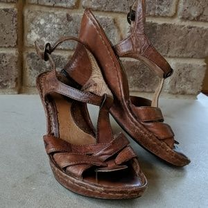 Born VINTAGE beautiful classic leather wedges!